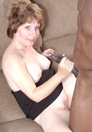 Naked Moms Handjob Porn Pictures