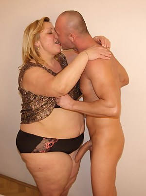 Naked Moms Kissing Porn Pictures
