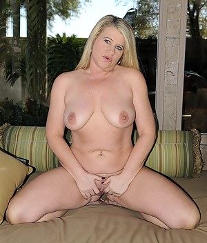 Naked Moms Knees Porn Pictures