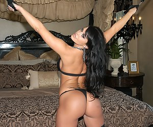 Naked Moms Bedroom Porn Pictures