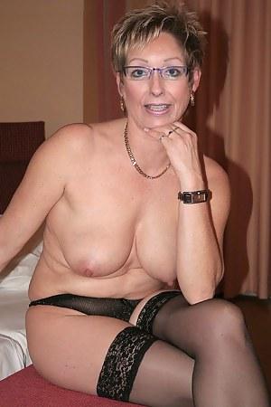 Naked Amateur Moms Porn Pictures