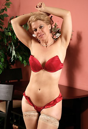 Naked Erotic Moms Porn Pictures
