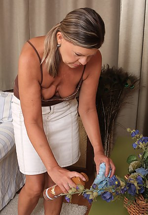 Naked Moms Housewife Porn Pictures
