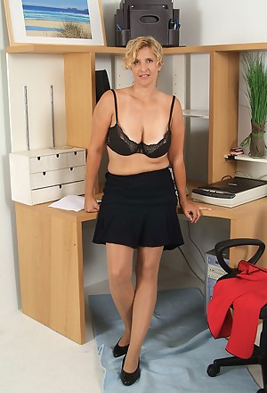 Naked Moms Skirt Porn Pictures
