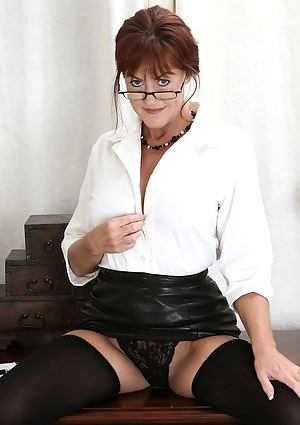 Naked Moms Glasses Porn Pictures
