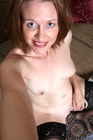 Naked Moms Selfshot Porn Pictures