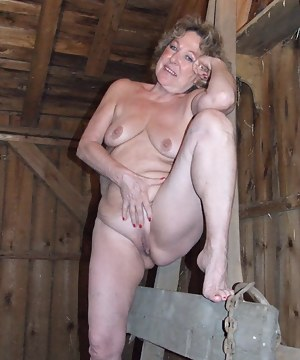 Naked Moms Farm Porn Pictures