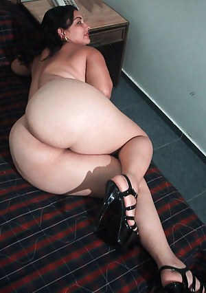 Naked Bubble Butt Moms Porn Pictures