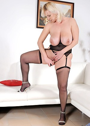 Naked Blonde Moms Porn Pictures