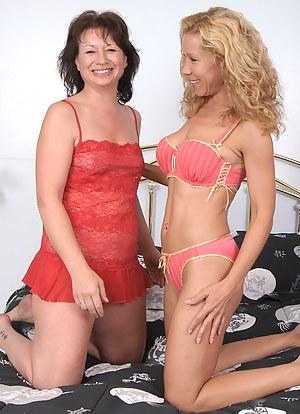 Naked Lesbian Moms Porn Pictures