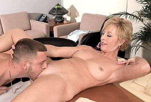 Naked Moms Pussy Eating Porn Pictures