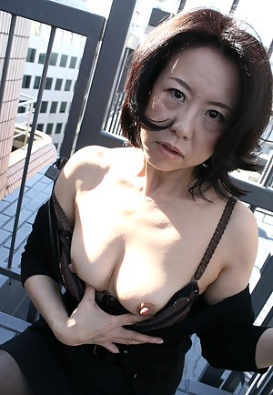Naked Asian Moms Porn Pictures