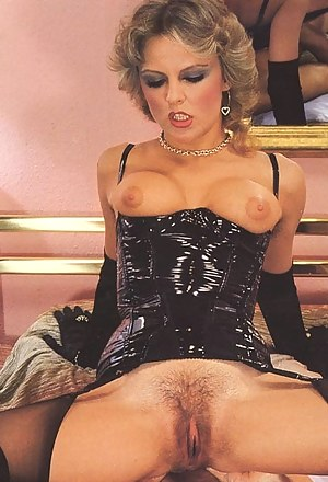 Naked Moms Retro Porn Pictures