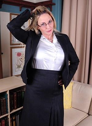 Naked Moms Teacher Porn Pictures