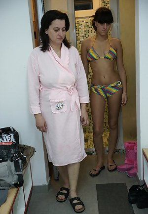 Naked Mom and Girl Porn Pictures