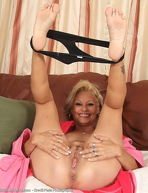 Naked Moms Foot Fetish Porn Pictures