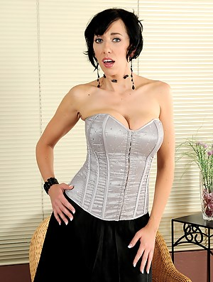 Naked Moms Corset Porn Pictures