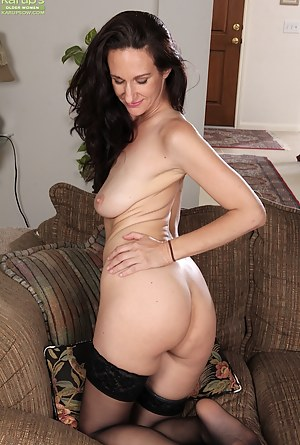 Naked Saggy Tits Moms Porn Pictures