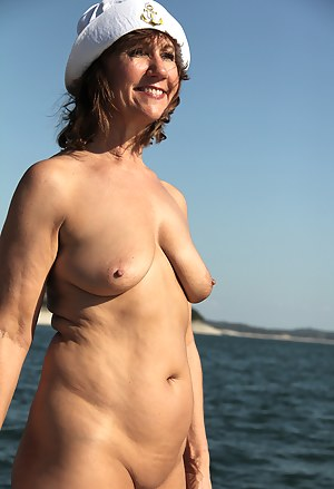 Naked Moms Beach Porn Pictures