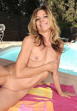 Naked Moms Pool Porn Pictures