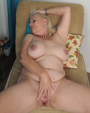 Naked Moms Spread Pussy Porn Pictures