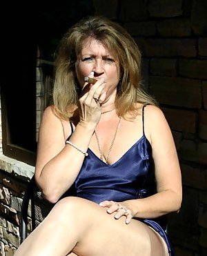 Naked Moms Smoking Porn Pictures
