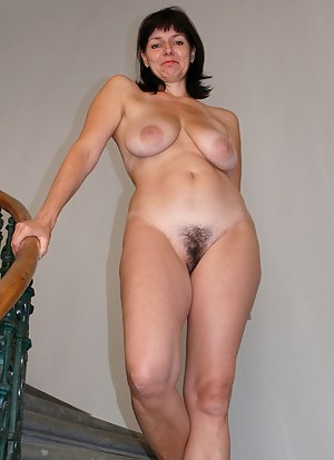 Naked Moms Beaver Porn Pictures