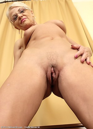 Naked Old Pussy Porn Pictures
