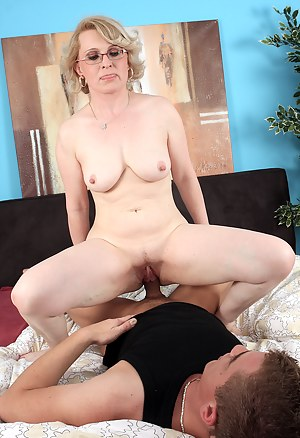 Naked Moms Hardcore Porn Pictures