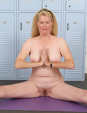 Naked Yoga Moms Porn Pictures