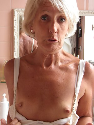 Naked Moms Flashing Porn Pictures