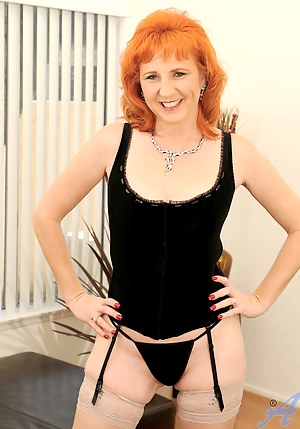 mommas Sexy redhead