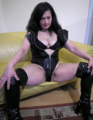 Naked Moms Leather Porn Pictures