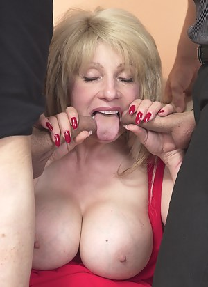 Naked Moms Tongue Porn Pictures