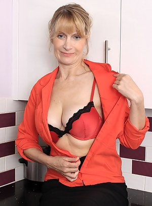 Naked Moms Kitchen Porn Pictures