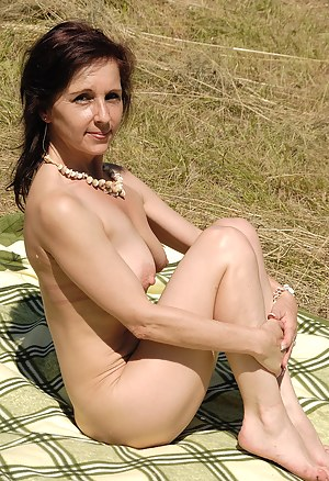 Naked Moms Outdoor Porn Pictures