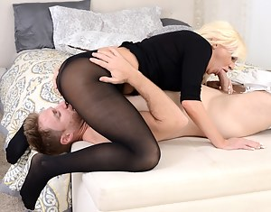 Naked Moms 69 Porn Pictures