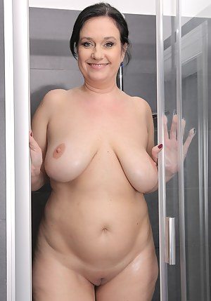 Naked Moms Shower Porn Pictures