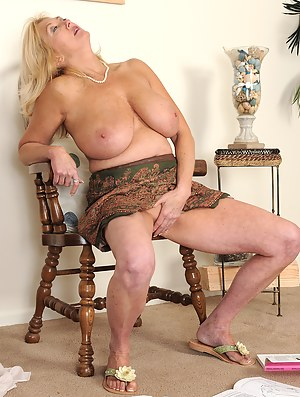 Naked Moms Masturbation Porn Pictures
