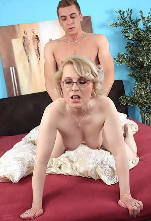 Naked Moms Doggystyle Porn Pictures