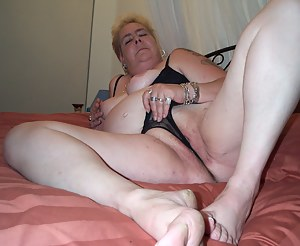 Naked Moms Cameltoe Porn Pictures