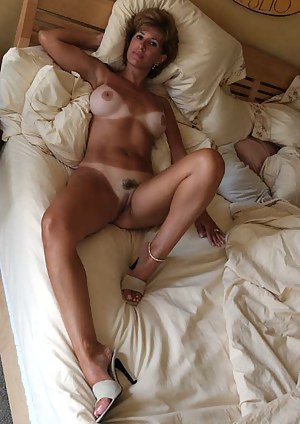 Naked Tanned Moms Porn Pictures