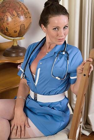 Naked Moms Nurse Porn Pictures