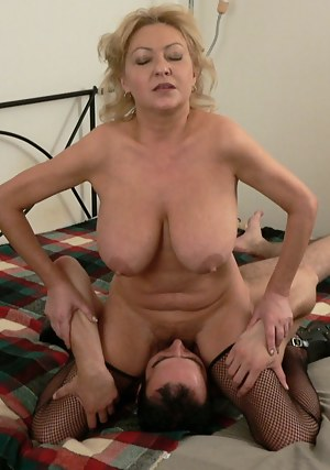 Naked Moms Facesitting Porn Pictures