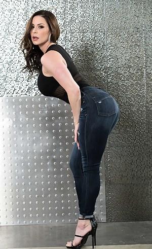 Naked Cougar Moms Porn Pictures